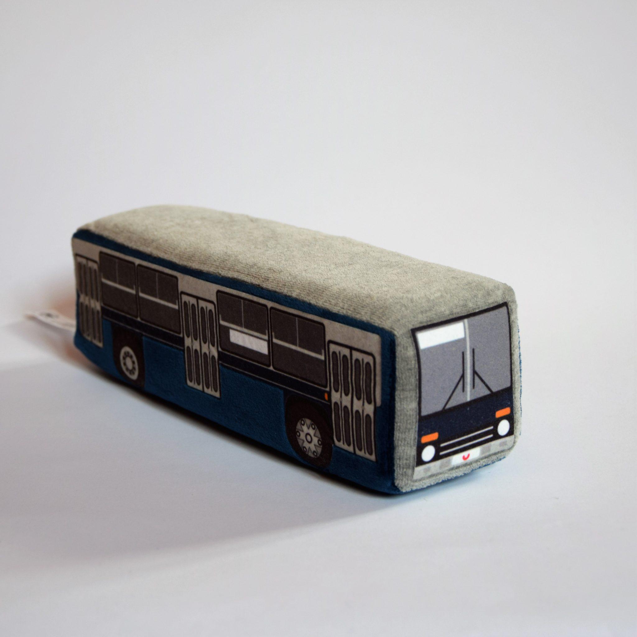 Plüss busz